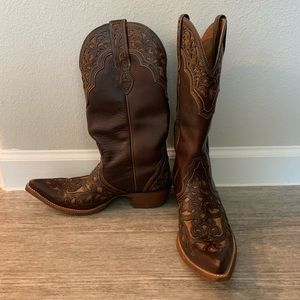 Pointed toe wingtip Ariat cowgirl boots
